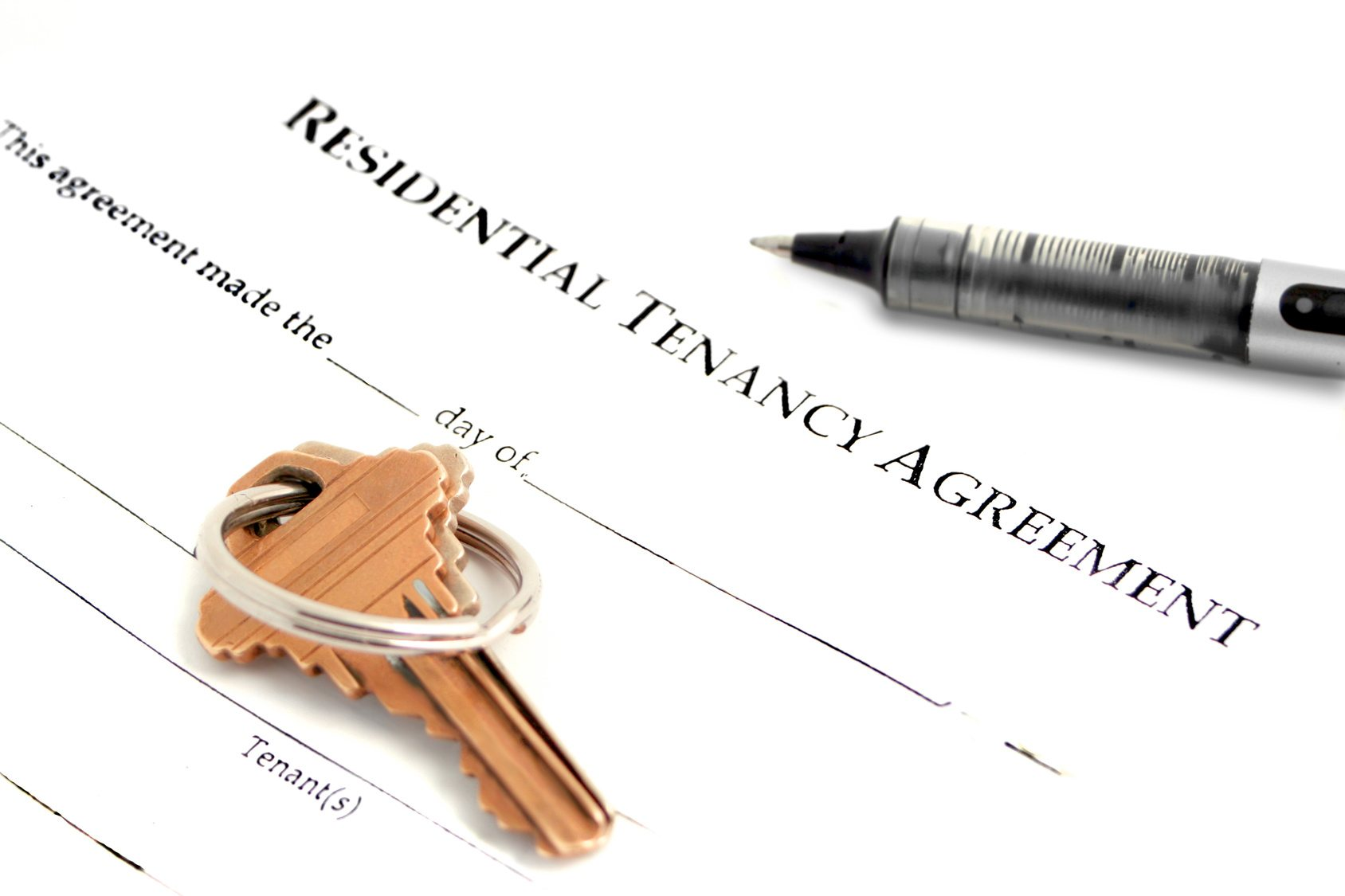 blank residential tenancy agreement with pen,and keys